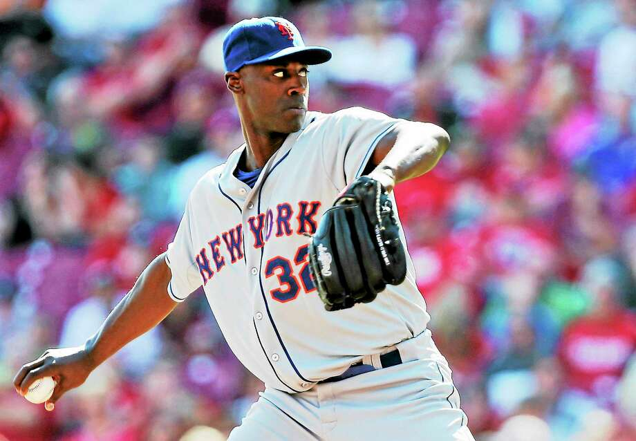 New York Mets relief pitcher LaTroy Hawkins throws against the Reds on Sept. 25 in Cincinnati. Photo: Al Behrman — The Associated Press  / AP