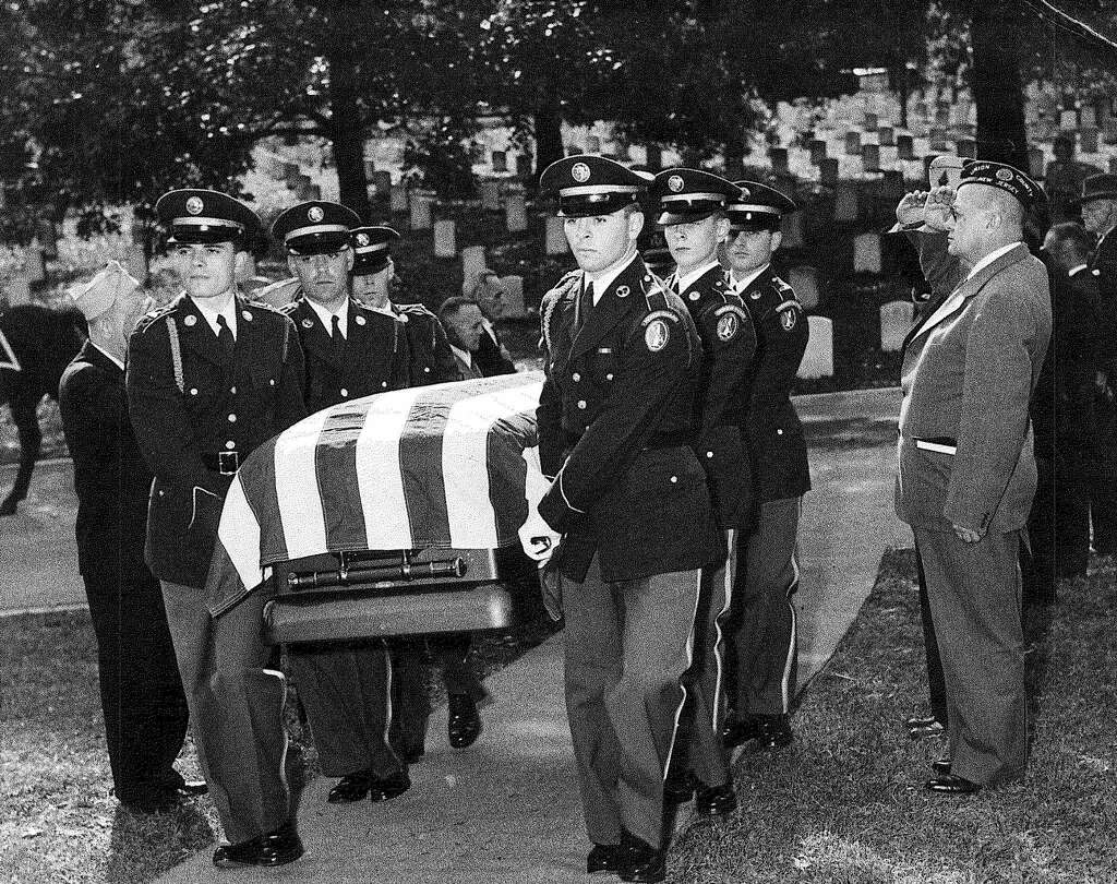 Waterbury Veteran Served At Tomb Of Unknown Soldier The Register