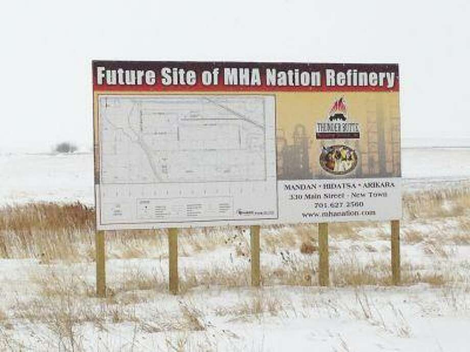 A billboard advertising a planned refinery is seen on the northwest portion of North Dakota's Fort Berthold Indian Reservation. Photo: REUTERS / X01095