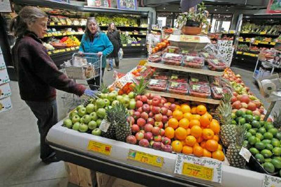 Customers shop for produce at the Hunger Mountain Co-op in Montpelier, Vt. Vermont's 17 food cooperatives support required labeling of genetically modified foods.