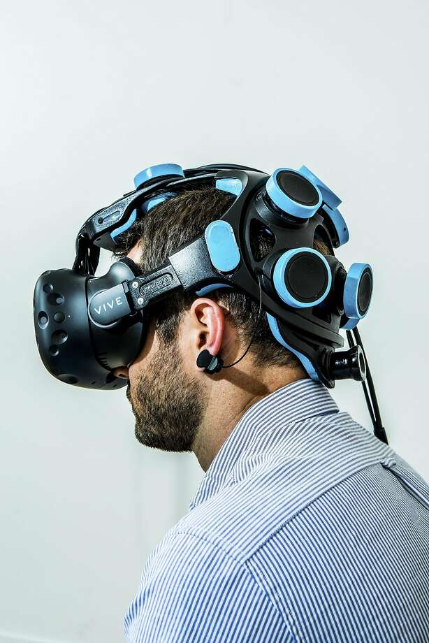 Michael Thompson, vice president of business development at Neurable, wears a headset that is part of the game's prototype. Photo: CHRISTIE HEMM KLOK, NYT