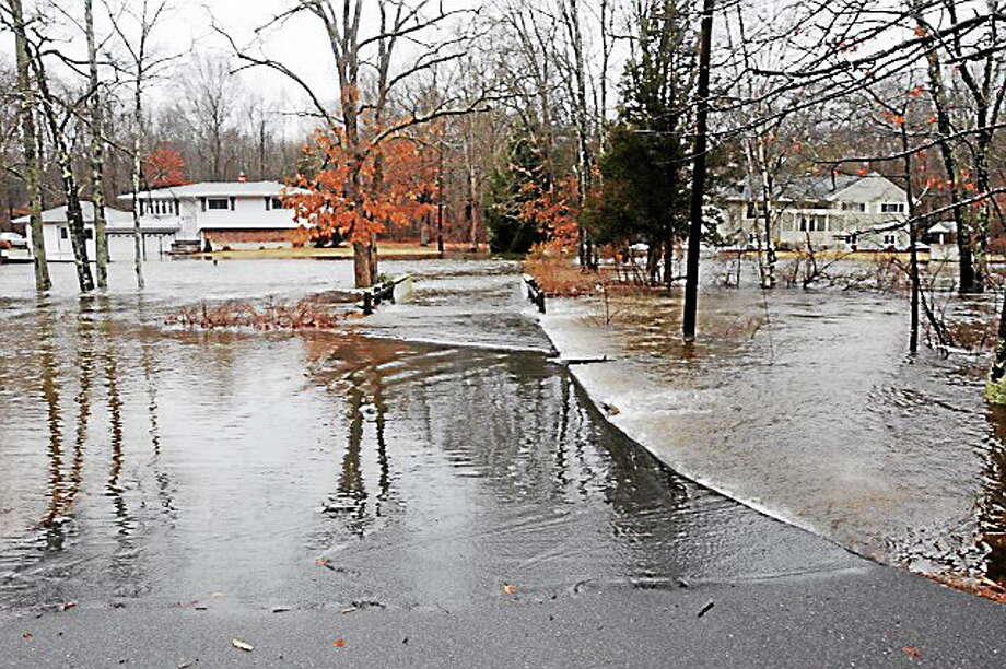 Pond Meadow Road in Westbrook this morning. Mara Lavitt/Register Photo: Journal Register Co.