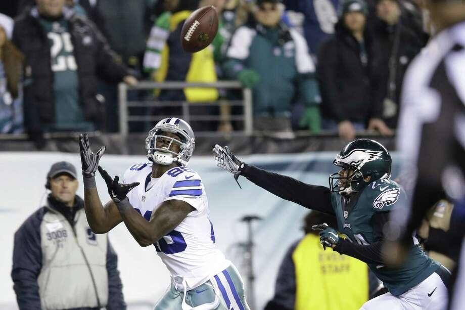 Dallas Cowboys' Dez Bryant (88) pulls in a touchdown against Philadelphia Eagles' Bradley Fletcher (24) during the second half of an NFL football game, Sunday, Dec. 14, 2014, in Philadelphia. (AP Photo/Matt Rourke) Photo: AP / AP