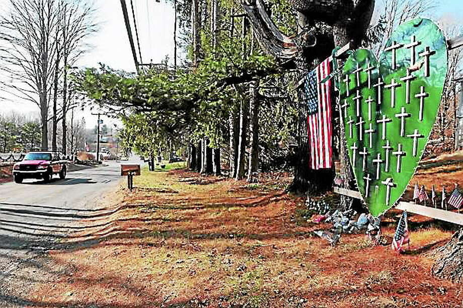 A memorial for Sandy Hook Elementary School shooting victims on Riverside Road near Dickenson Drive in Newtown in 2013. Photo: Peter Hvizdak — New Haven Register File Photo