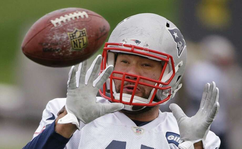 New England tight end Michael Hoomanawanui catches a ball during practice Wednesday at the team's facility in Foxborough, Mass. The Patriots will play the Miami Dolphins Sunday with a chance to clinch the AFC East and a playoff spot. Photo: Stephan Savoia — The Associated Press  / AP