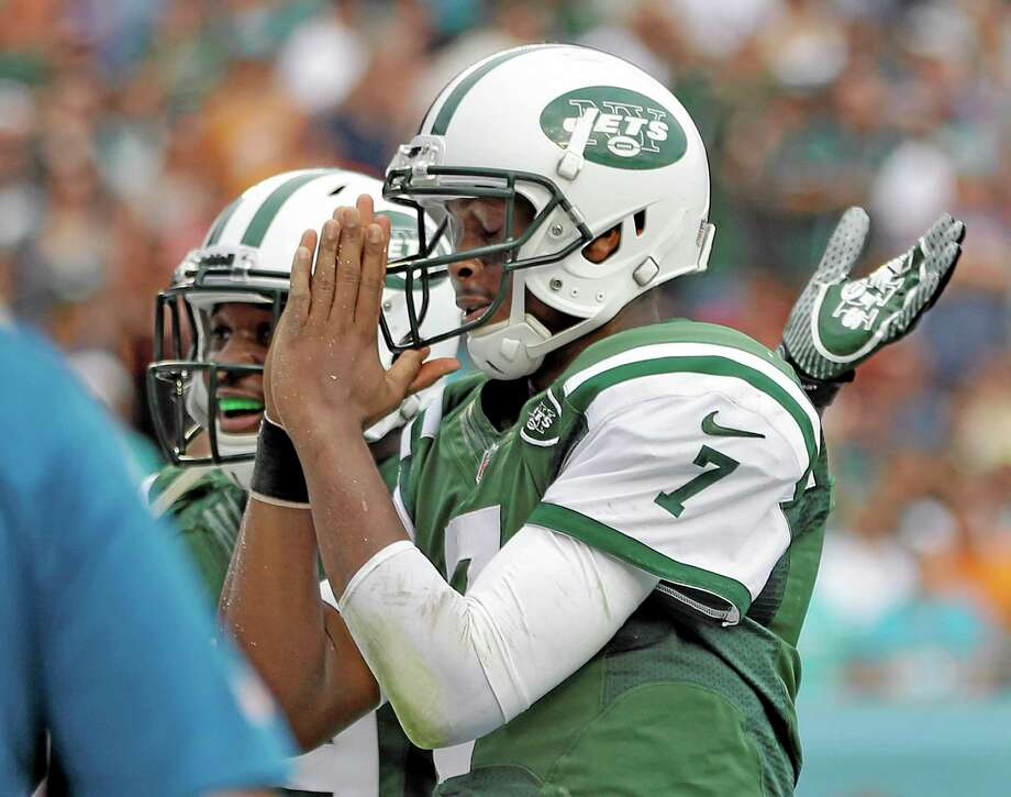 Jets quarterback Geno Smith celebrates after his 7-yard touchdown run against the Dolphins during the second quarter Sunday. Photo: Lynne Sladky — The Associated Press  / AP