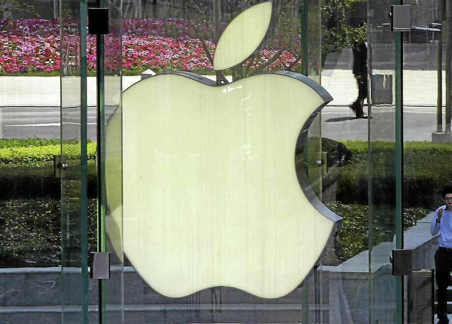 AP Photo/Eugene Hoshiko, File The logo of Apple in Shanghai. Photo: AP / A2013
