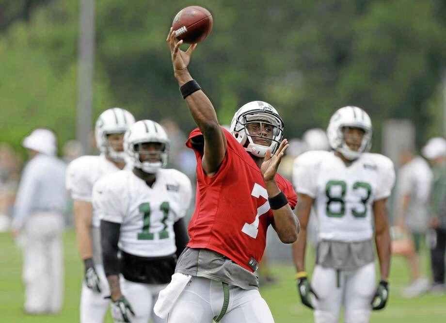 New York Jets quarterback Geno Smith participates in a practice in Florham Park, N.J., Monday, Aug. 19, 2013.  (AP Photo/Seth Wenig) Photo: AP / AP