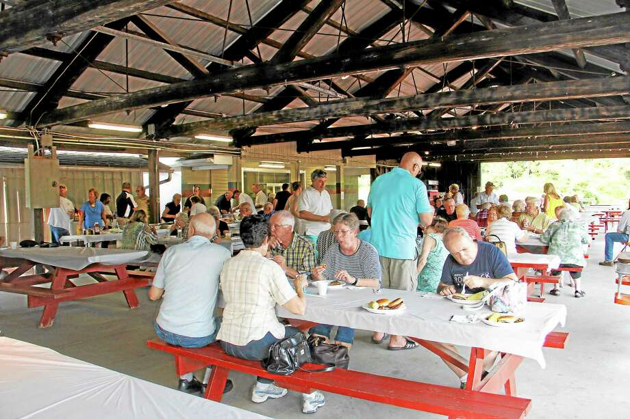 The Republican Town Committee Meet the Candidates barbecue fundraiser on Wednesday, Aug. 13. Photo: Esteban L. Hernandez—Register Citizen