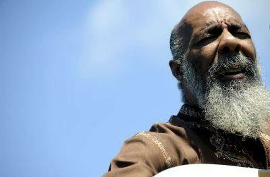 """Richie Havens reprises his 1969 song """"Freedom"""" at a concert at the Bethel Woods Center, Friday, Aug. 14, 2009 in Bethel New York. The ashes of the singer who was the opening act at Woodstock were scattered at the site of the historic concert. (AP Photo/Stephen Chernin) Photo: ASSOCIATED PRESS / AP2009"""