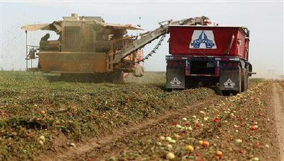 Critics complain that U.S. government policies are paying unchecked benefits to dead farmers. Photo: AP / AP