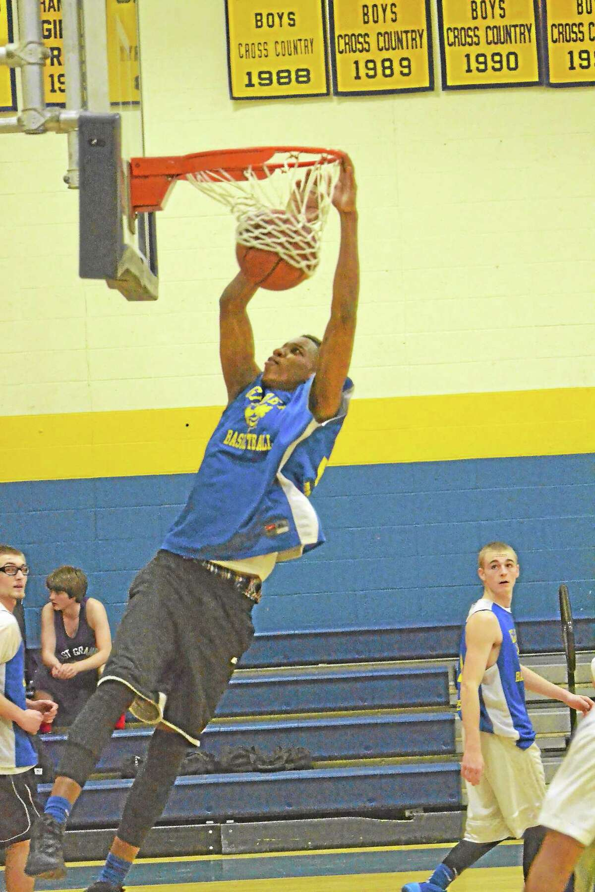 Gilbert's Yoharky Sarmiento dunks during warmups before a scrimmage against East Granby.