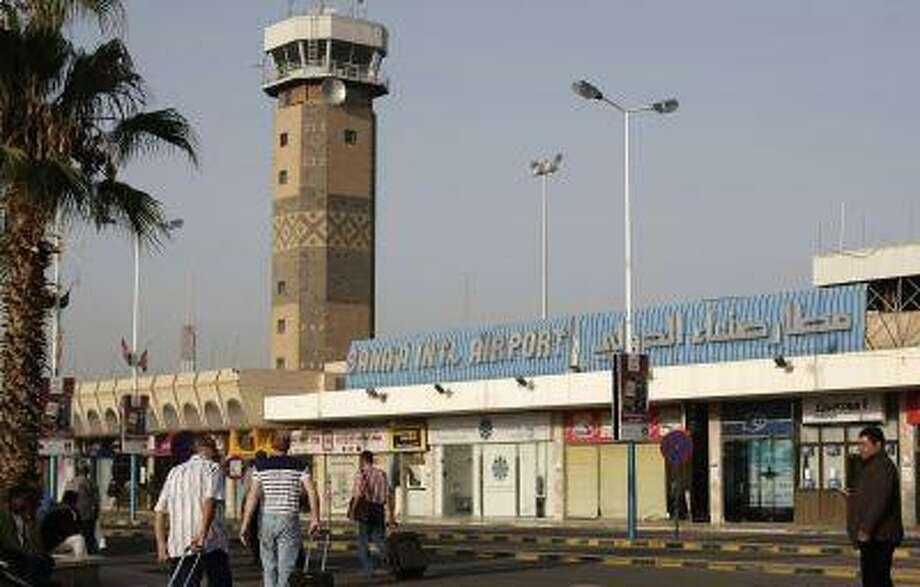 Travelers make their way to the departure lounge at Sanaa International Airport, Yemen, Wednesday, Aug. 7, 2013. Photo: ASSOCIATED PRESS / AP2013
