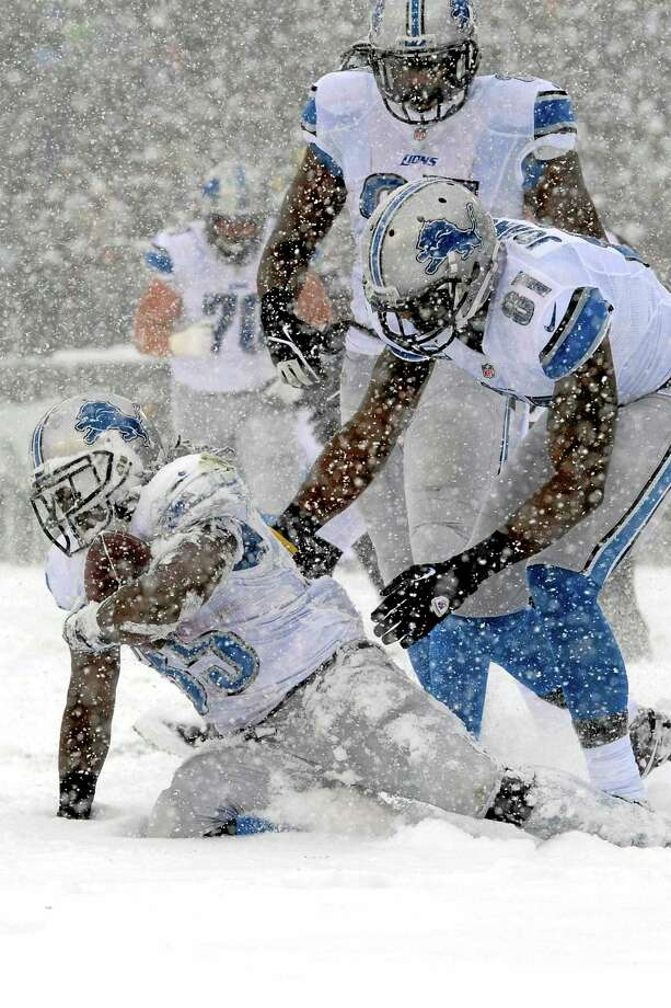 This was supposed to be Detroit Lions running back Reggie Bush scoring a touchdown to help the Register's Dan Nowak. Instead, Bush was scratched right before kickoff and Joique Bell, left, scored this snowy touchdown against the Eagles on Sunday in Philadelphia. Photo: Michael Perez — The Associated Press  / FR168006 AP