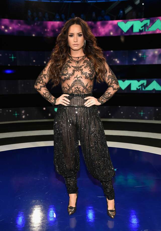 Demi Lovato recently shared a before and after photo of her dramatic recovery from her struggles with eating disorders, substance abuse and depression.>>The transformation is stunning. Photo: Kevin Mazur/WireImage