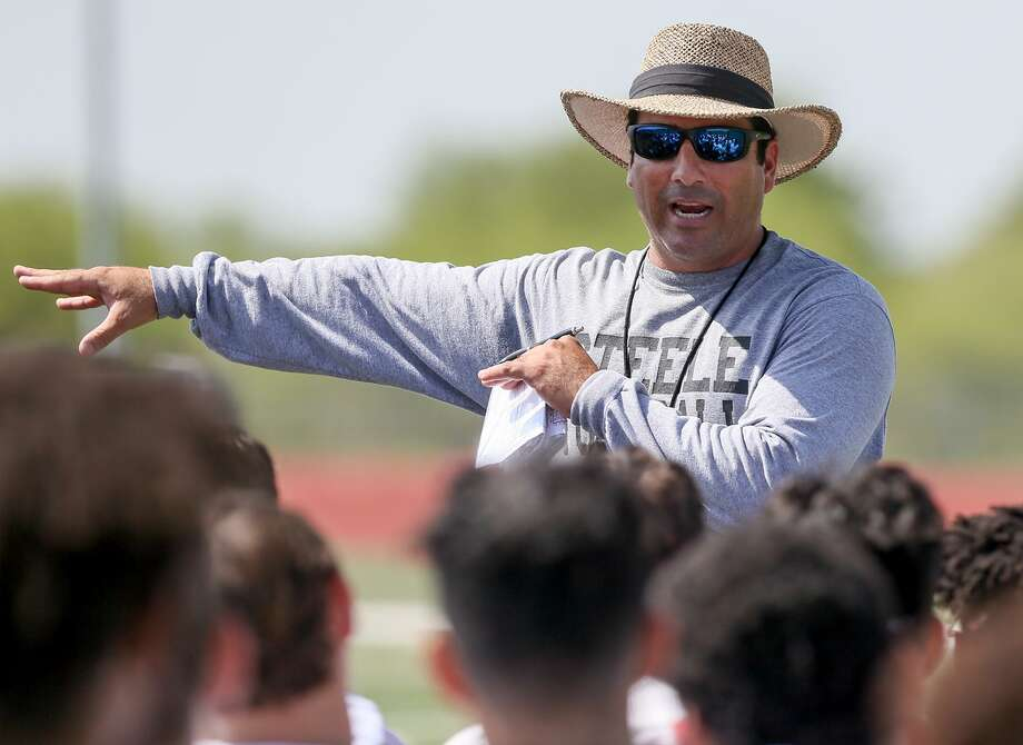 Steele coach David Saenz talks to the team at the end of a morning practice at the school on Aug. 14, 2017. Photo: Marvin Pfeiffer /San Antonio Express-News / Express-News 2017
