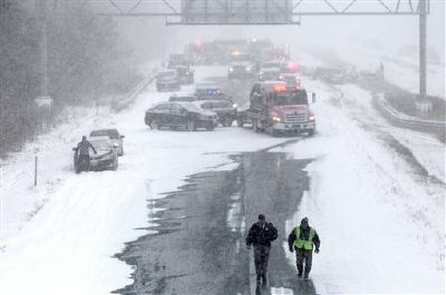 Emergency personnel respond to an accident on I-43 in Mequon, Wis. on Sunday, Dec. 8. Photo: AP / Milwaukee Journal Sentinel