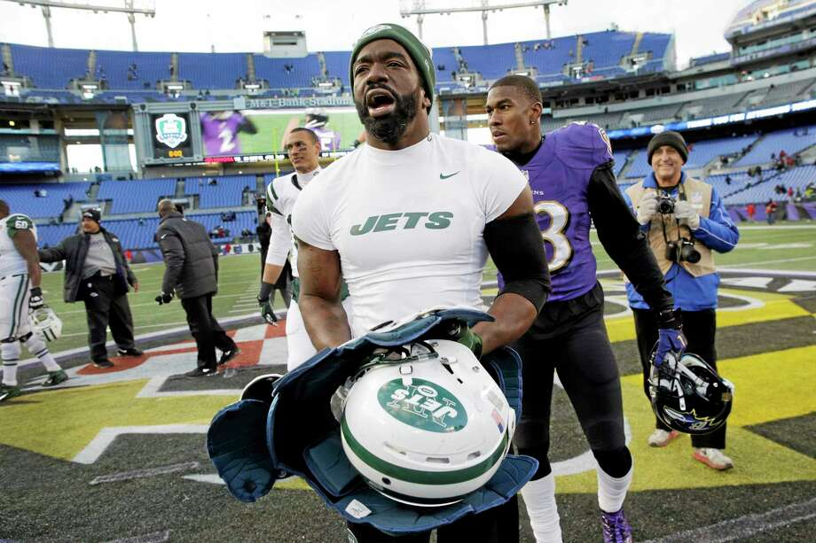 New York Jets safety Ed Reed walks off his former home field after a Nov. 24 game against the Ravens in Baltimore. Photo: Patrick Semansky — The Associated Press  / AP
