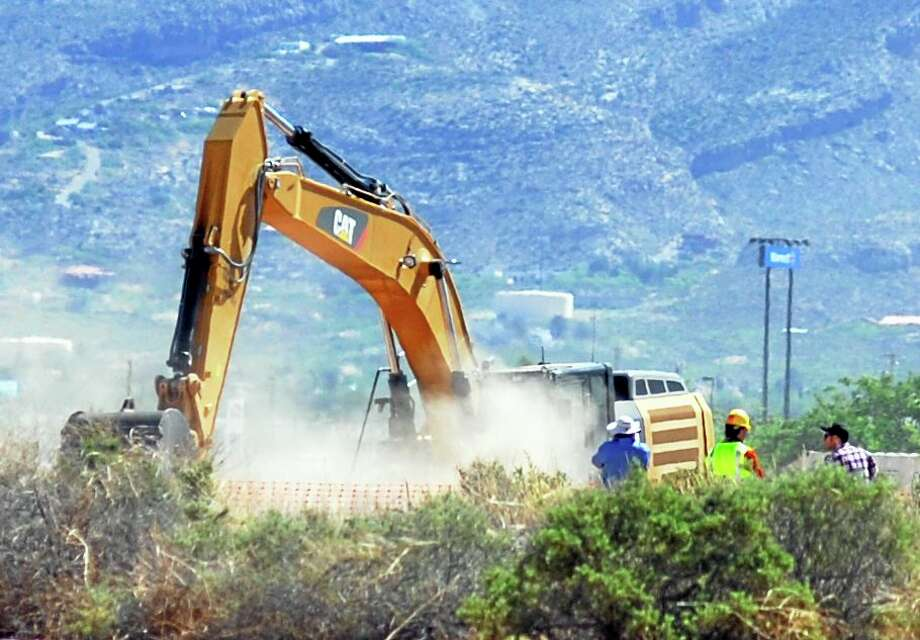 "Crews begin digging at the old Alamogordo, N.M., landfill Friday to search for copies of the Atari game ""E.T. The Extraterrestrial"" purportedly buried there in the 1980s. Photo: The Associated Press — Alamogordo Daily News, John Bear  / Daily News"