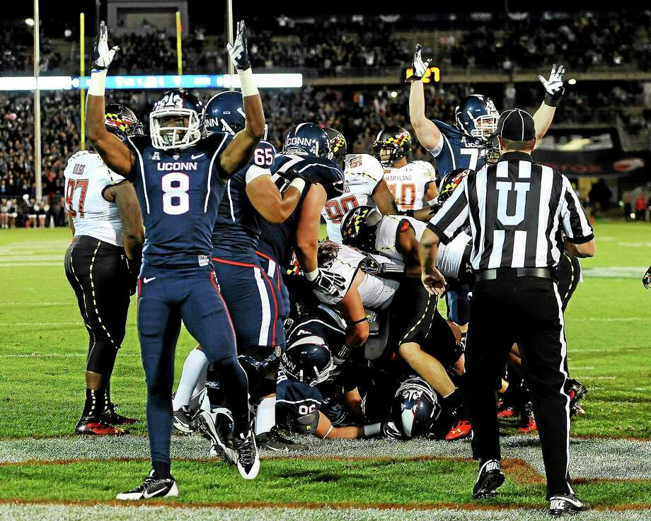 Receiver Shakim Phillips (8) is no longer a part of the UConn football team. Photo: Jessica Hill — The Associated Press File Photo  / FR125654 AP