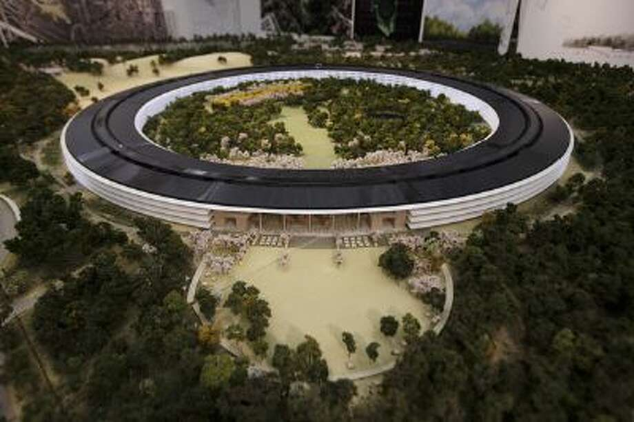 An overview of a model of Apple's proposed new campus. Photo: Dai Sugano/Bay Area News Group S / Dai Sugano/Bay Area News Group