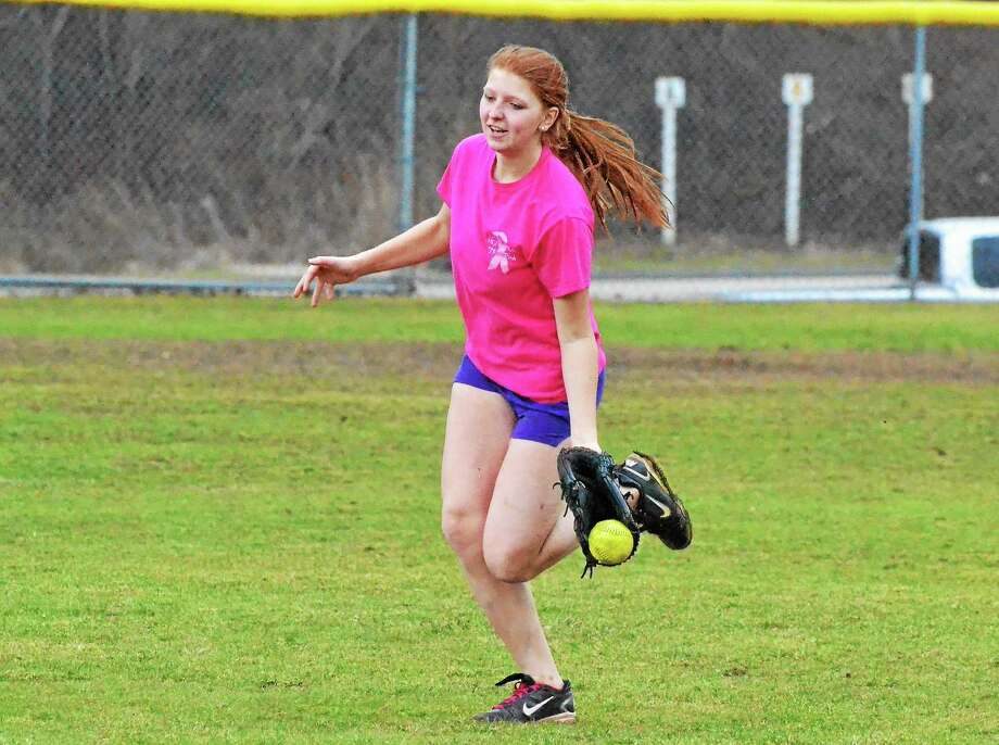 Thomaston's Julia Rominello makes a running catch during practice. Photo: Pete Paguaga — Register Citizen