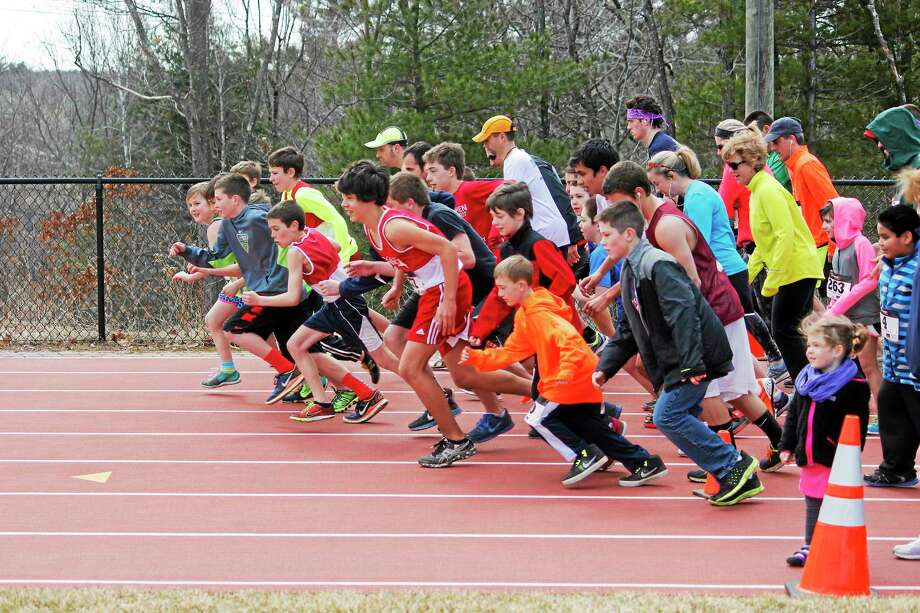 Litchfield runners started at the countdown. (Shako Liu-The Register Citizen) Photo: Journal Register Co.