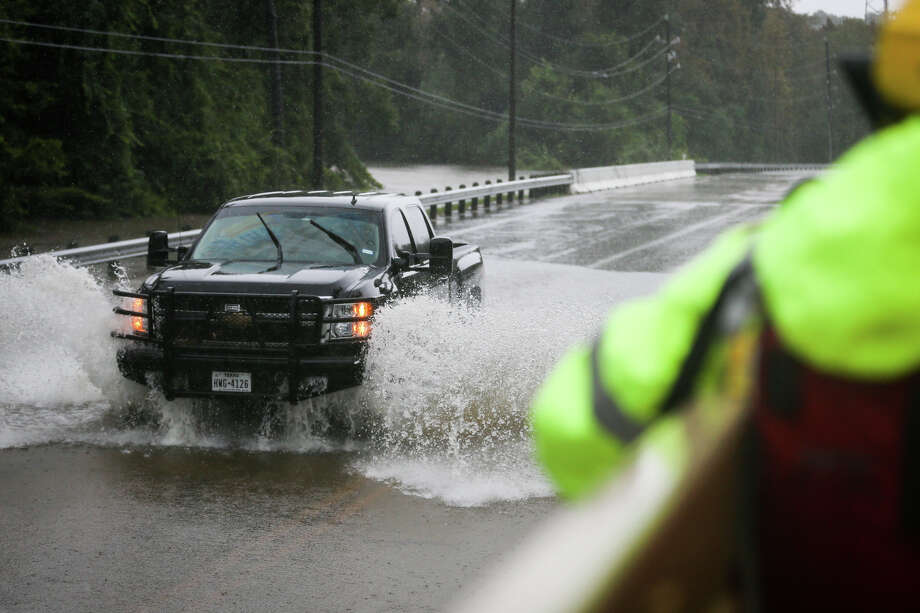 Vehicles cross through high water from Panther Branch Creek on Sunday, Aug. 27, 2017, on Sawdust Road in Spring. (Michael Minasi / Chronicle) Photo: Michael Minasi, Staff Photographer / © 2017 Houston Chronicle