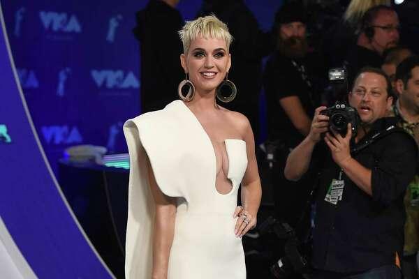 Katy Perry llega a la ceremonia de los Premios MTV a los Videos Musicales, el domingo 27 de agosto del 2017 en Inglewood, California. (Foto por Jordan Strauss/Invision/AP)