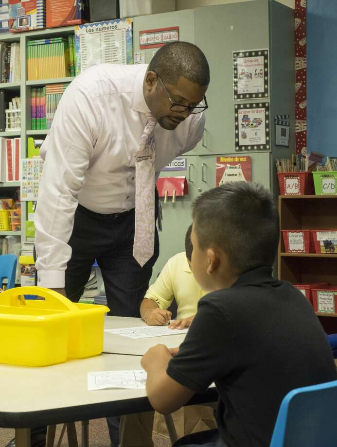 MISD Superintendent Orlando Riddick visits classrooms in South Elementary 8/28/17 morning for the first day of school. Tim Fischer/Reporter-Telegram Photo: Tim Fischer/Midland Reporter-Telegram