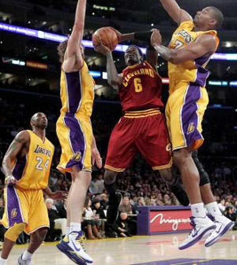 c32451d19 Lakers crush Cavs 112-57 in best defensive effort - The Register Citizen