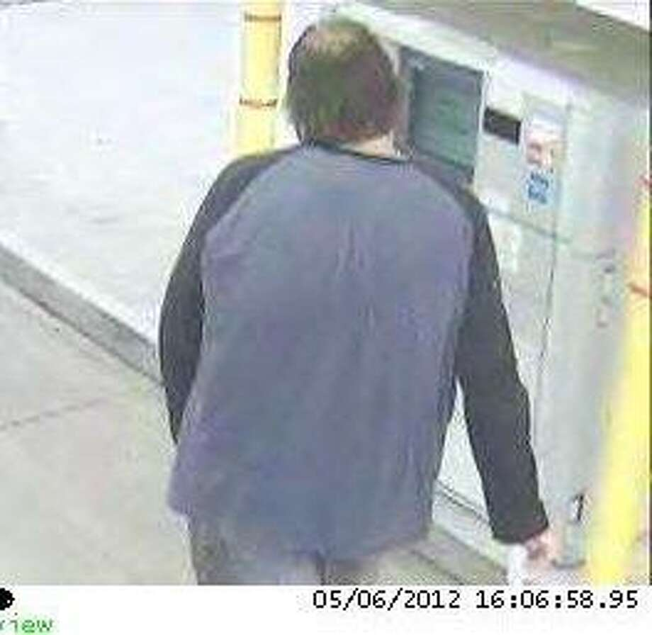 A rear shot of the suspect with the heavier build.