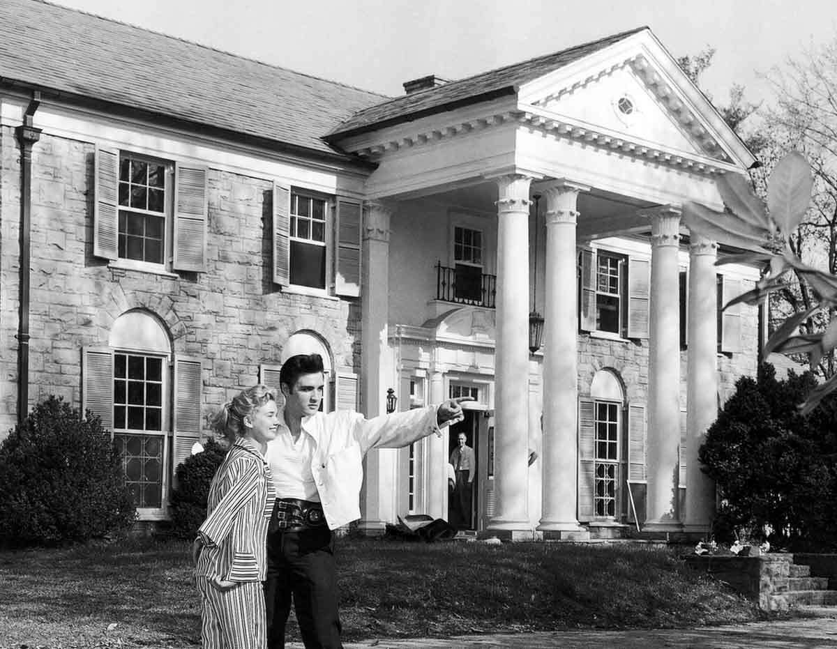 Elvis Presley with his girlfriend Anita Wood at his home Graceland in Memphis, Tennessee around 1957. (AP Photo)