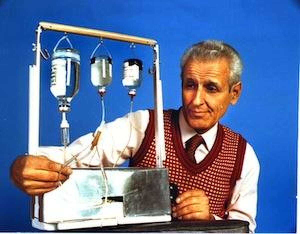 FILE PHOTO: October 1989. Dr. Jack Kevorkian brought his 1st suicide machine to The Oakland Press for an interview