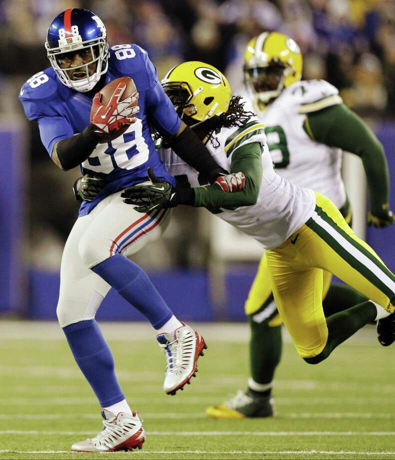 New York Giants wide receiver Hakeem Nicks makes a catch in Sunday's game against the Green Bay Packers. By The Associated Press Photo: ASSOCIATED PRESS / AP2012