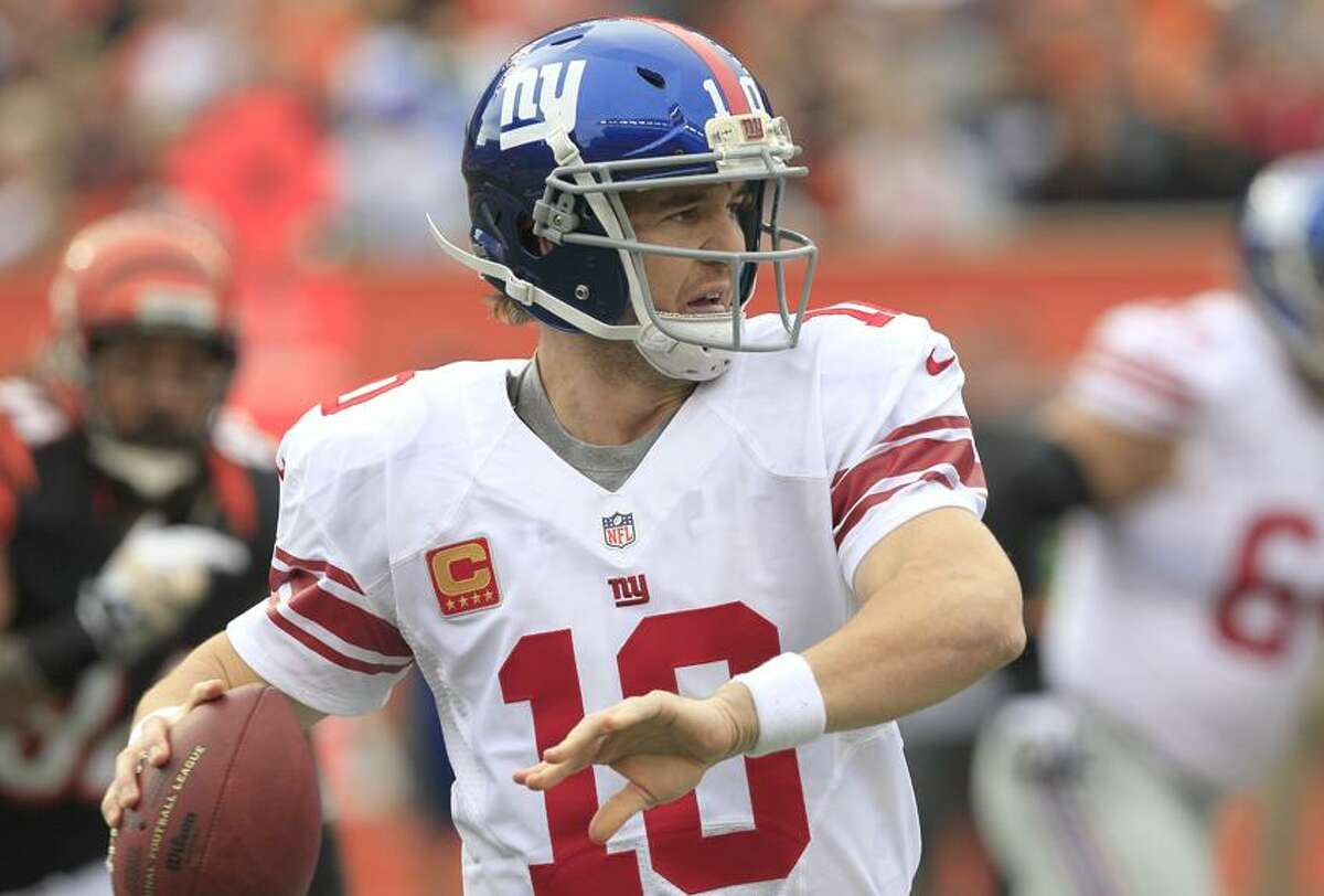 New York Giants quarterback Eli Manning looks to pass against the Cincinnati Bengals in the first half of an NFL football game, Sunday, Nov. 11, 2012, in Cincinnati. (AP Photo/Al Behrman)