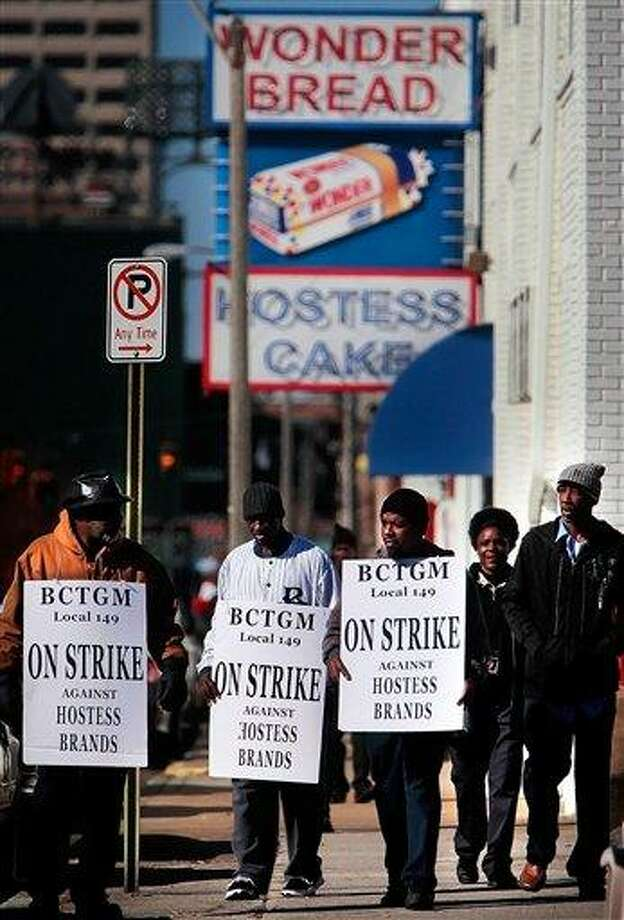 Members of the bakery, confectionery, tobacco, and grain millers union (BCTGM Local 149) gather to strike outside the Hostess bakery on Monroe Monday Nov. 12, 2012, in Memphis, Tenn. The union, which has been on strike since Friday, is trying to prevent new wage and benefit cuts which the company is making nation wide. (AP Photo/The Commercial Appeal, Jim Weber) Photo: AP / The Commercial Appeal