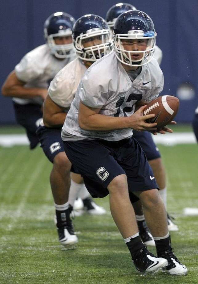 Uconn Football Cochran Adds To Huskies Quarterback Circus The
