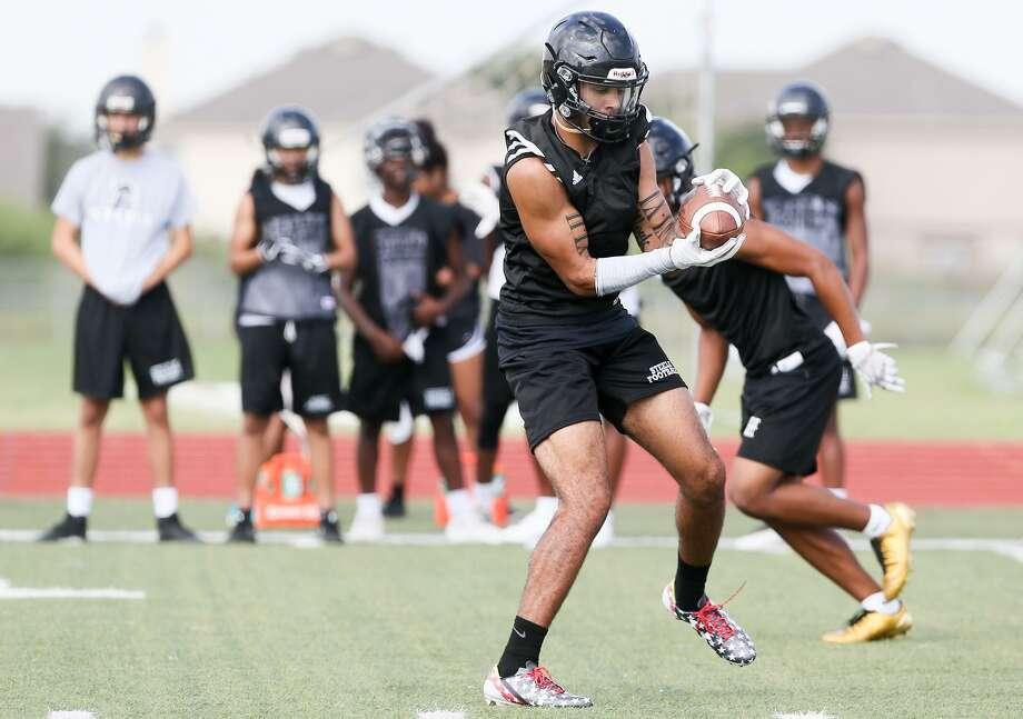 Steele defensive back Caden Sterns, a UT commit, picks off a pass during a morning practice at the school on Aug. 14, 2017. Photo: Marvin Pfeiffer /San Antonio Express-News / Express-News 2017