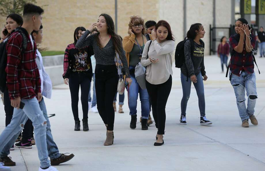 Students at the new Southwest Legacy High School in the Southwest ISD arrive Monday August 28, 2017. August 28 was the opening day for the new school located at 13608 Watson Road. Photo: John Davenport, STAFF / San Antonio Express-News / ©San Antonio Express-News/John Davenport