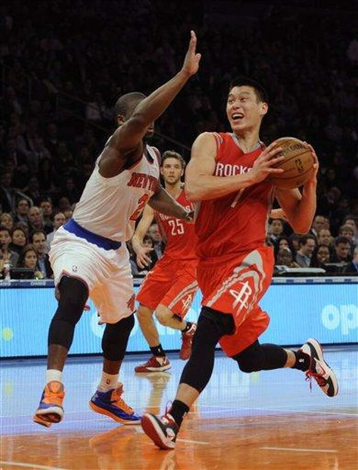 Houston Rockets' Jeremy Lin, right, drives past New York Knicks' Raymond Felton in the third quarter of an NBA basketball game at Madison Square Garden in New York, Monday, Dec. 17, 2012. Houston won 109-96. (AP Photo/Henny Ray Abrams) Photo: ASSOCIATED PRESS / AP2012