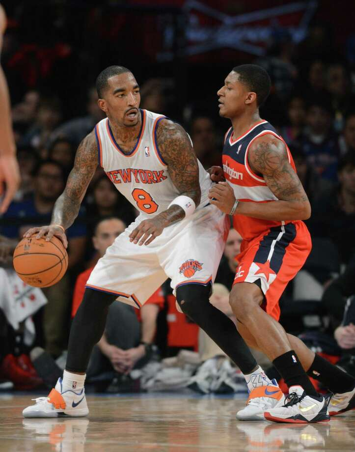 New York Knicks' J.R. Smith, left, backs in on Washington Wizards' Bradley Beal in the third quarter of an NBA basketball game at Madison Square Garden in New York, Friday, Nov. 30, 2012. The Knicks won 108-87. (AP Photo/Henny Ray Abrams) Photo: ASSOCIATED PRESS / AP2012