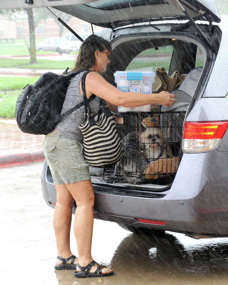 A Hurricane Harvey victim arrives with her dog at the Katy ISD shelter at Cinco Ranch High School in Katy, TX on August 28, 2017. Photo: Craig Moseley/Chronicle