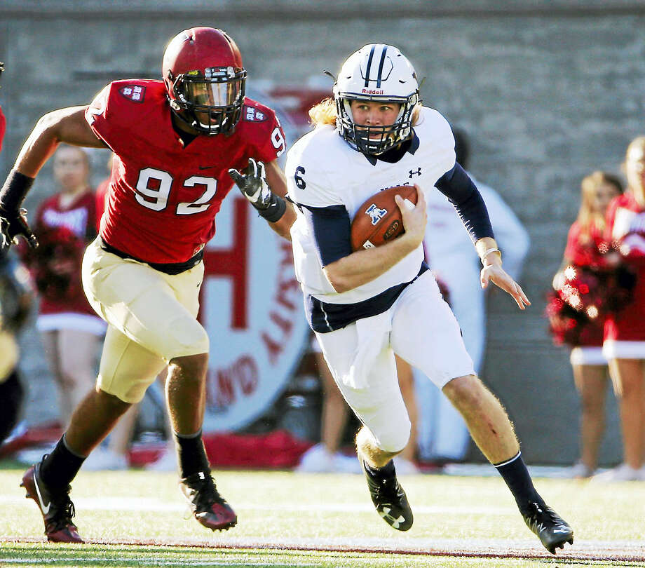 Yale quarterback Kurt Rawlings, right, has been named the starting quarterback for the Bulldogs this season. Photo: The Associated Press File Photo / FR170221 AP