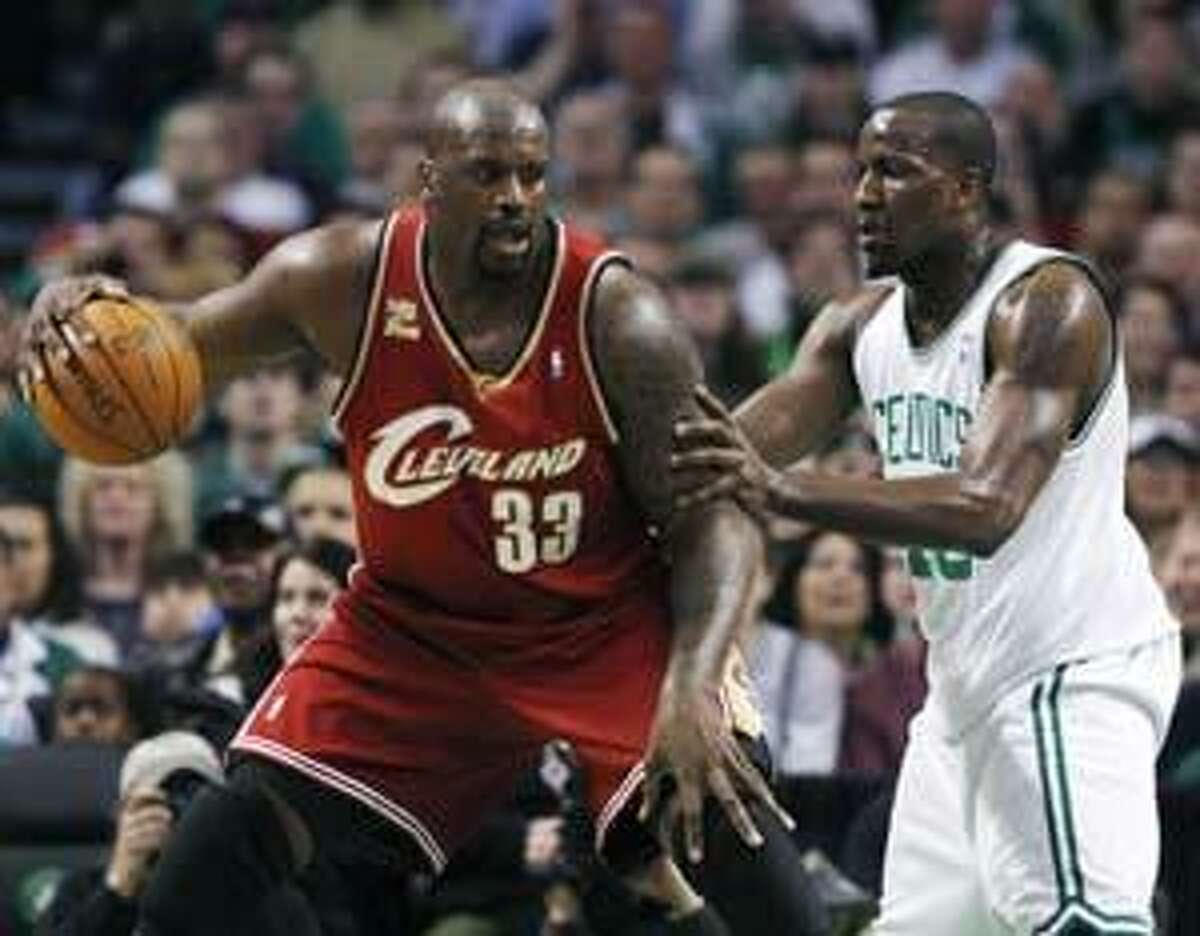 Cleveland Cavaliers' Shaquille O'Neal (33) looks to make a move against Boston Celtics' Kendrick Perkins in the first quarter of an NBA basketball game, Thursday, Feb. 25, 2010, in Boston. (AP Photo/Michael Dwyer)