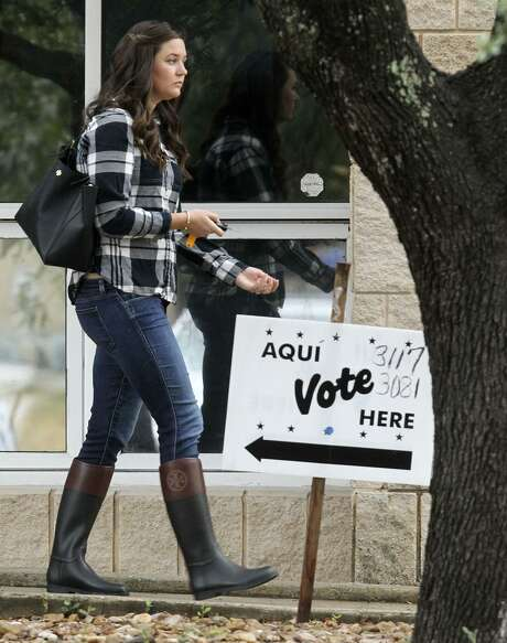 There was a sparse amount of voters at the Brook Hollow Branch of the San Antonio Public Library on election day compared to the previous early voting days. There were no lines and one man said he only had two other voters ahead of him once he entered the building. Photo: John Davenport, Staff / San Antonio Express-News / ©San Antonio Express-News/John Davenport