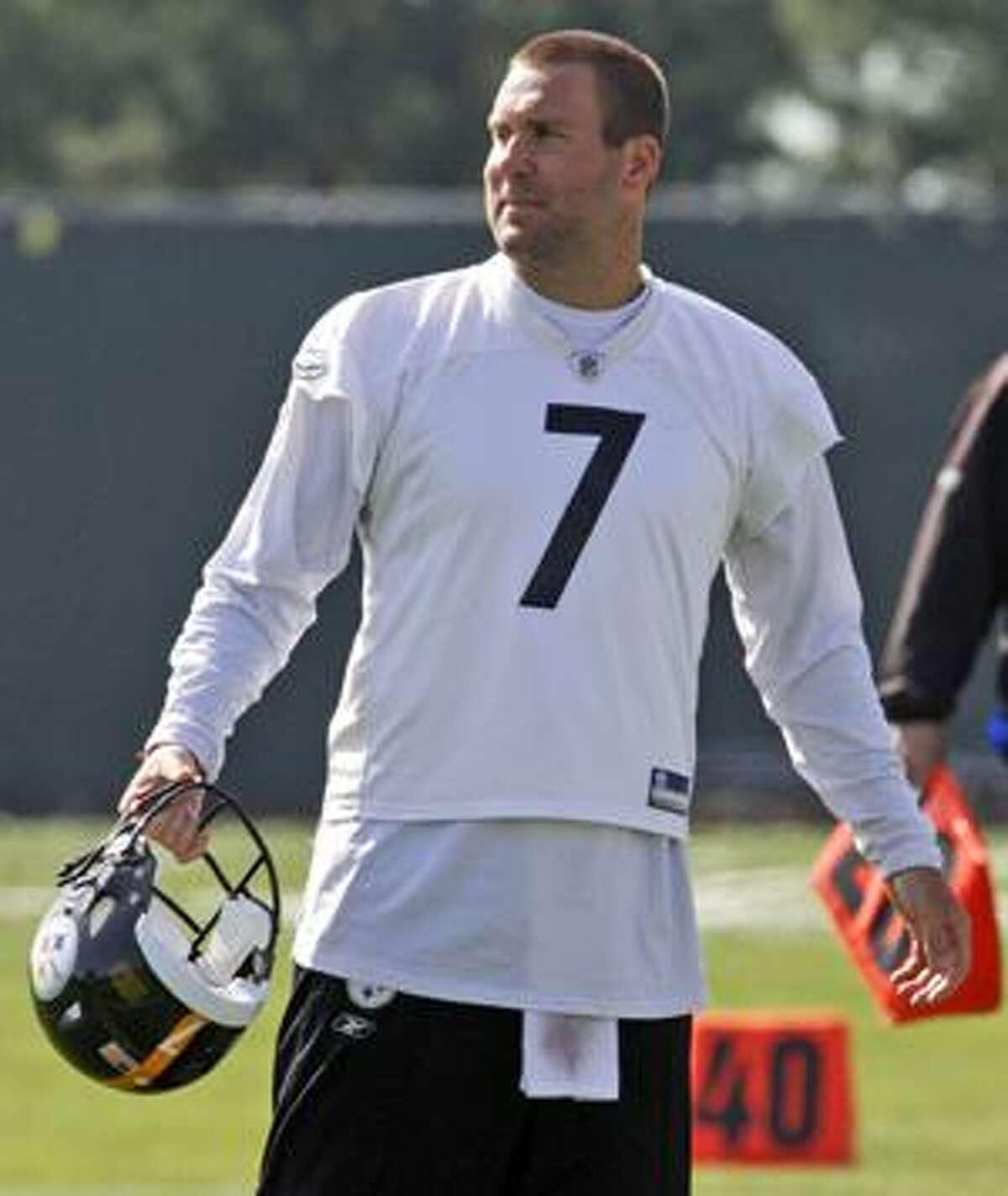 Pittsburgh Steelers quarterback Ben Roethlisberger (7) participates in the NFL team's practice in Pittsburgh Monday, April 19, 2010. (AP Photo/Gene J. Puskar)
