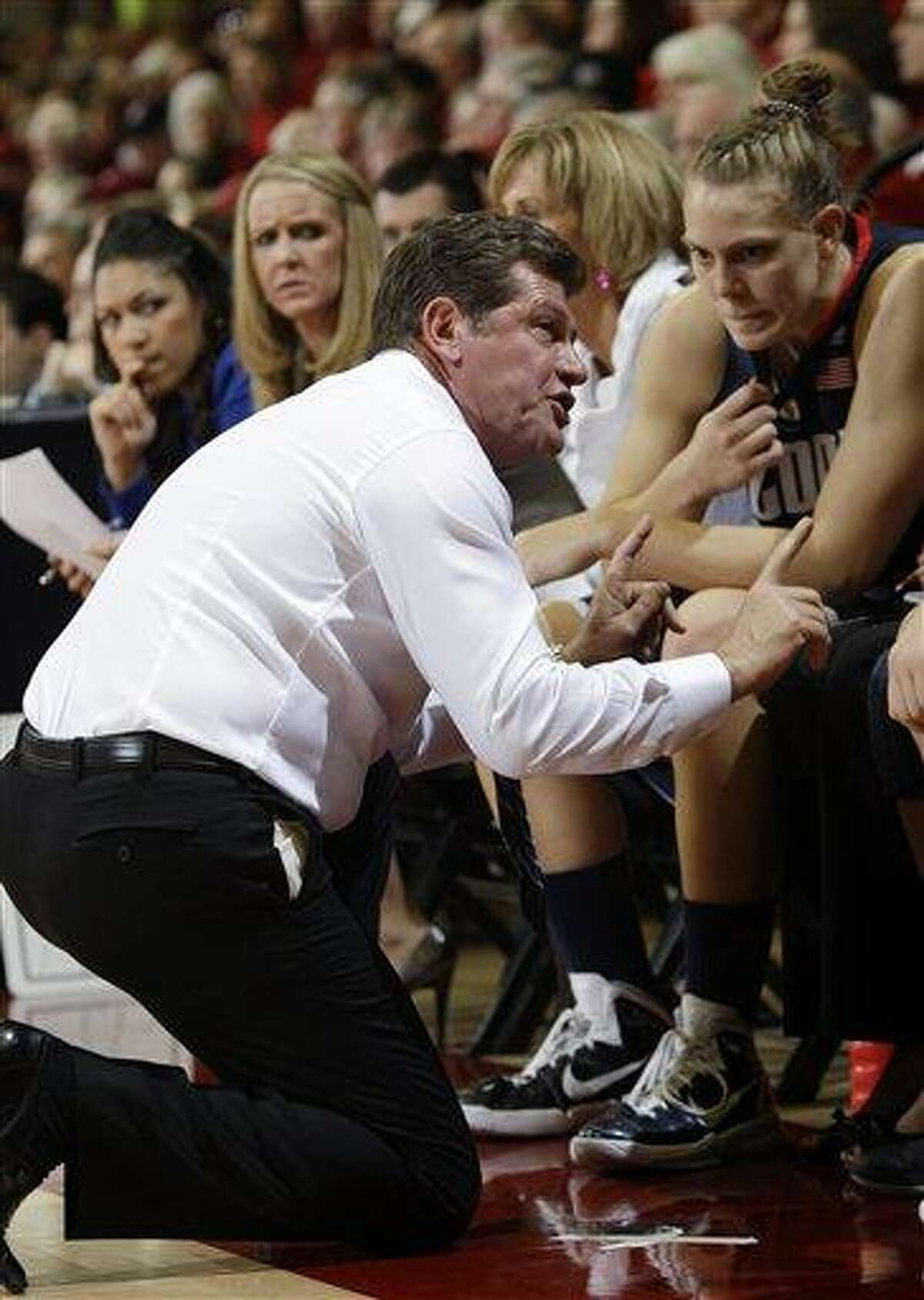 Connecticut coach Geno Auriemma talks with his team in the first half of Connecticut's 71-59 loss to Stanford in an NCAA college basketball game in Stanford, Calif., Thursday, Dec. 30, 2010. Stanford's win ended Connecticut's 90-game winning streak. (AP Photo/Paul Sakuma)