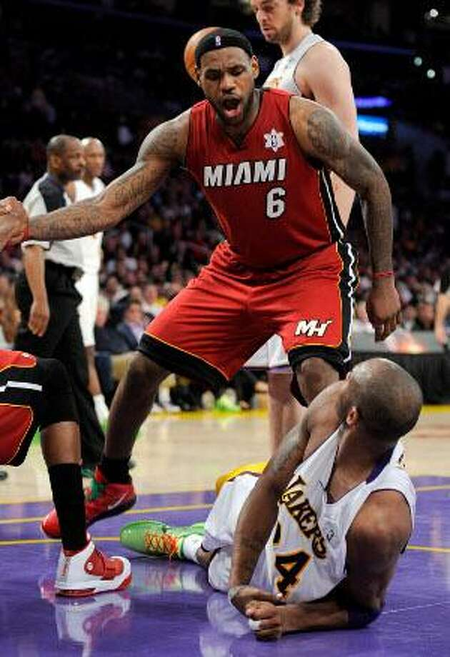 1df68ba6c003 LeBron has triple-double as Heat hammer Lakers - The Register Citizen