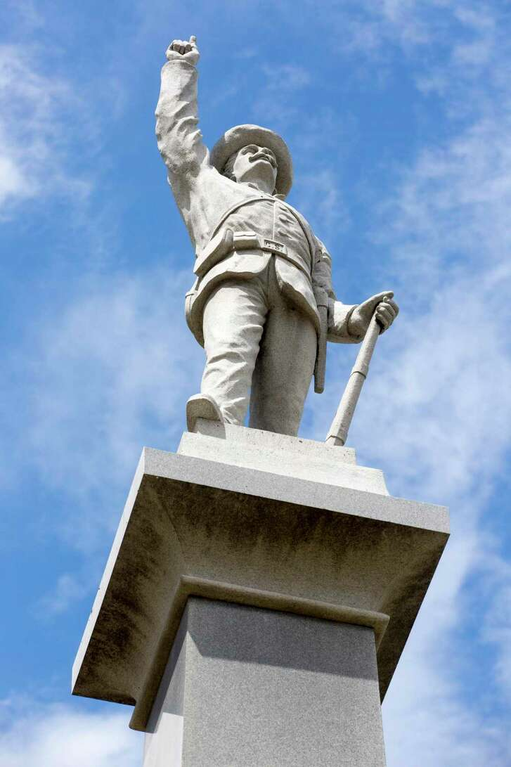 A monument to Confederate soldiers was removed from Travis Park, prompting criticism that the city was erasing history. A reader disagrees.
